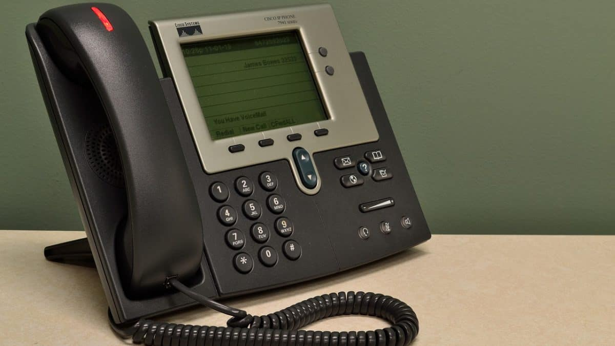 How to Pick the Best Business Phone Service